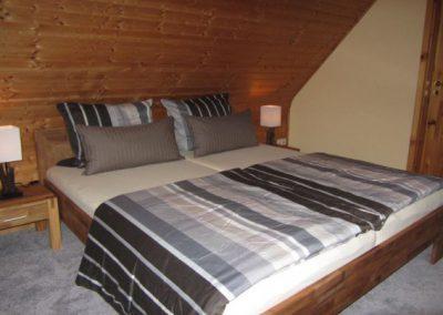 Ferienhaus_Hude_Horn_Bett_Schlafzimmer